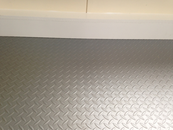 Used 18 mtr roll silver grey chequer plate industrial for Heavy duty linoleum flooring