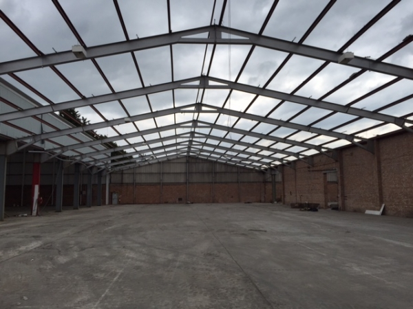 Second Hand 28.000 Mtr (92 Foot) Wide 30.480 Mtr (100 Foot) Long  Clear Span Portal Frame Building Steel Work