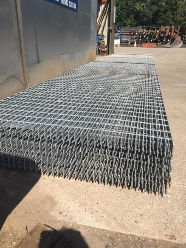 Floor Forge Walkway Galvanised   Steel Grating  2.000mtr  x 915mm New 25mm Deep x 5mm Thick Serated Flat Bar Flow Forge
