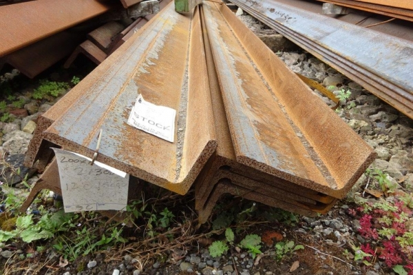 15.000mtr Stock Rusty  200mm x 100mm x 10mm Mild Steel Angle Iron