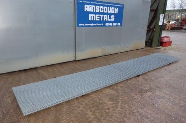 Floor Forge Walkway Galvanised  Steel Grating  6.030 Mtr  x 990 mm New 25 mm Deep x 5 mm Thick Flat Bar Flow Forge