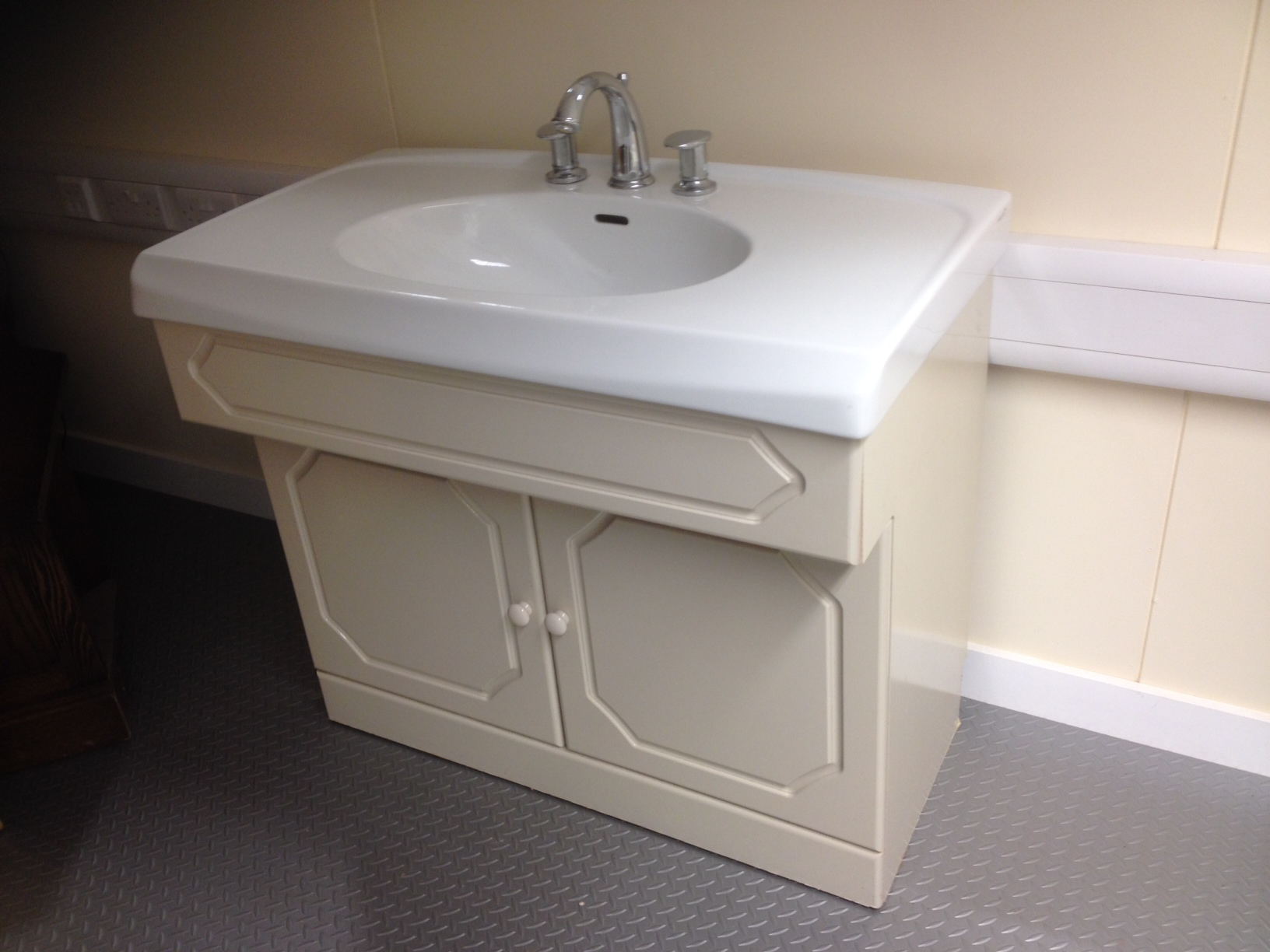 Second hand vanity unit complete with selles sink wash Complete bathroom vanity